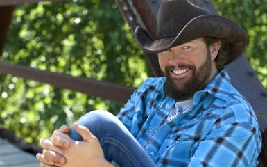toby keith 385 Toby Keith Rocks The Whole Trailerhood On New Album Bullets In The Gun