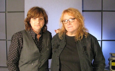 indigo girls 385 x11 Holly Happy Days   The Indigo Girls Perform Songs From Their New Holiday Album