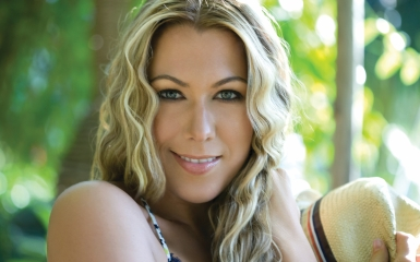 colbie caillat 385 Street Date: Colbie Caillats New Single Brighter Than The Sun   Exclusive Live Performance